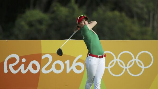 Gaby Lopez (MEX) of Mexico hits her tee shot on the third hole during second round women's Olympic golf competition. - Sputnik Mundo