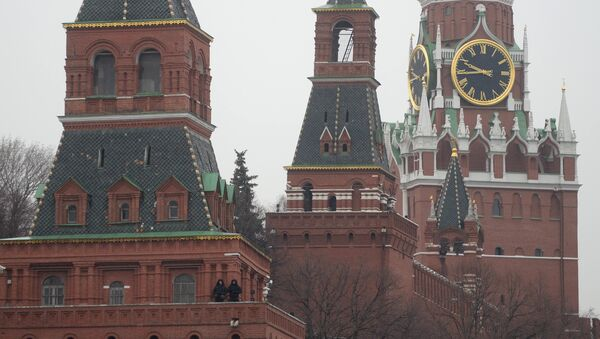 The Moscow Kremlin towers as seen from Bolshoy Moskvoretsky Bridge - Sputnik Mundo