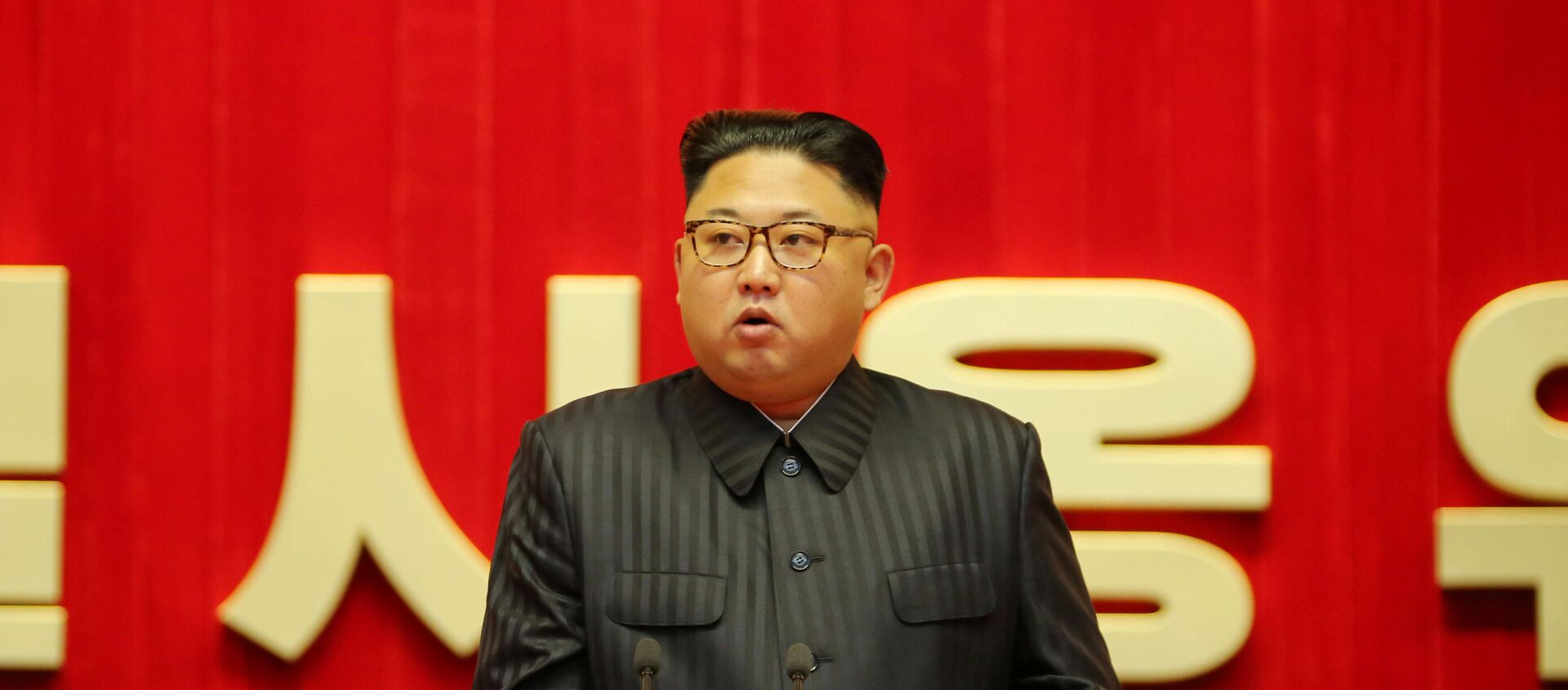 North Korean leader Kim Jong Un guides the 3rd Meeting of Activists of the Korean People's Army (KPA) in the Movement for Winning the Title of O Jung Hup-led 7th Regiment in this undated photo released by North Korea's Korean Central News Agency - Sputnik Mundo, 1920, 01.12.2020