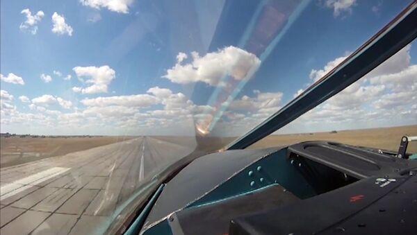 Avión ruso Su-34 en la base iraní de Hamadán - Sputnik Mundo