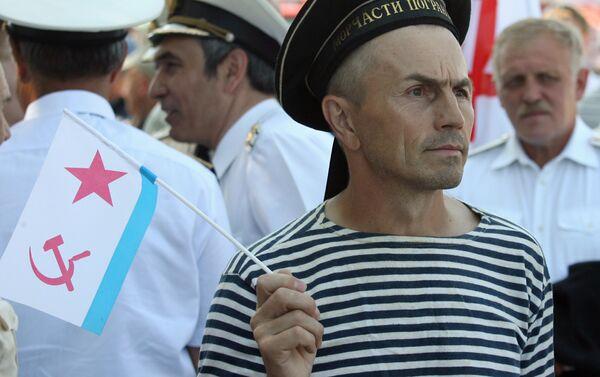 Hombre en Telnyashka - Sputnik Mundo