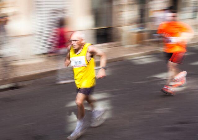 Un maratonista anciano (Archivo)