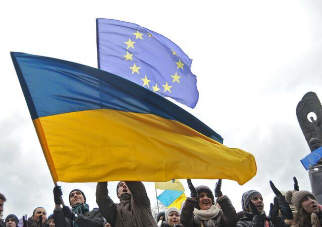 Las banderas de Ucrania y la UE