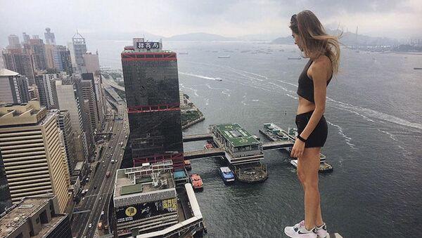 El arte del equilibrio: Angela Nikolau, 'domadora' de tejados - Sputnik Mundo