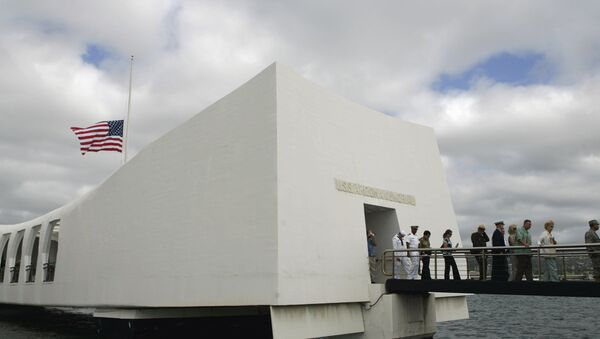 USS Arizona Memorial during the 68th anniversary ceremony of the attack on Pearl Harbor at cNaval Base in Honolulu. (File) - Sputnik Mundo