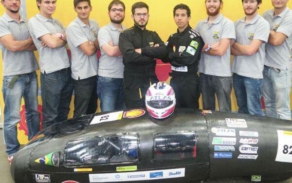 El equipo de la Universidad Tecnológica Federal de Paraná, responsable de desarrollar el supervehículo brasileño - Sputnik Mundo