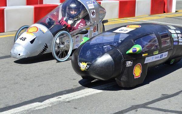 El vehículo durante una competición automovilística - Sputnik Mundo