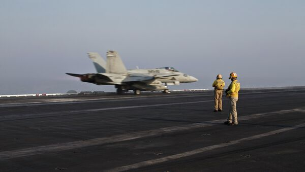Pilots onboard of the US Marine fighter jet aircrafthave flown missions into both Iraq and Syria, part of the over 6,800 airstrikes carried out since August 2014. - Sputnik Mundo