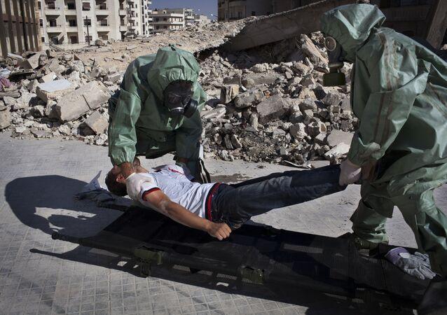 Voluntarios practican respuesta a un ataque químico (archivo)