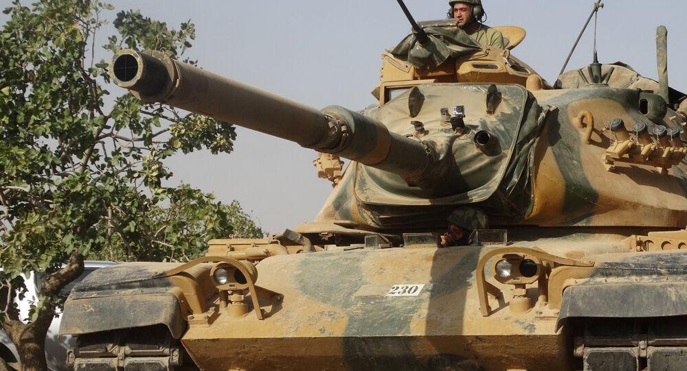 Tanque turco cerca de la ciudad de Yarabulus