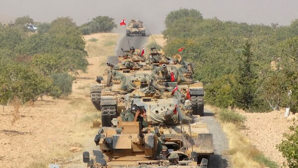 Turkish army tanks make their way towards the Syrian border town of Jarablus, Syria August 24, 2016 - Sputnik Mundo
