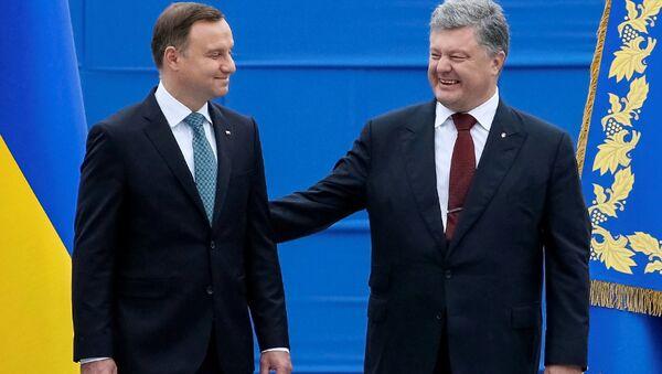El presidente de Polonia Andrzej Duda y el presidente de Ucrania, Petró Poroshenko - Sputnik Mundo