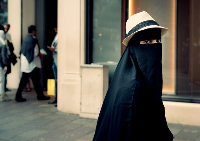 Una mujer en niqab (imagen referencial)