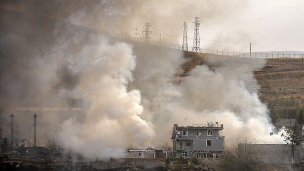 El humo después de la trageuda ocurrida en Cizre, Turquía el 26 de agosto del 2016 - Sputnik Mundo