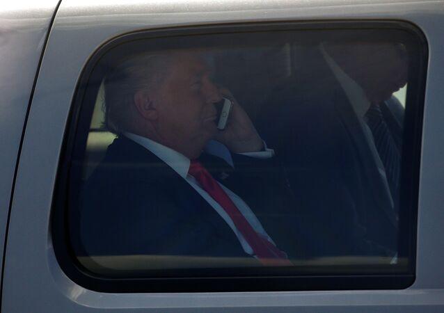 Donald Trump, el presidente de EEUU, hablando por el móvil (archivo)