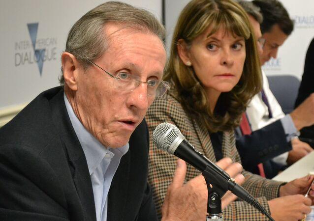 El senador Antonio Navarro Wolff