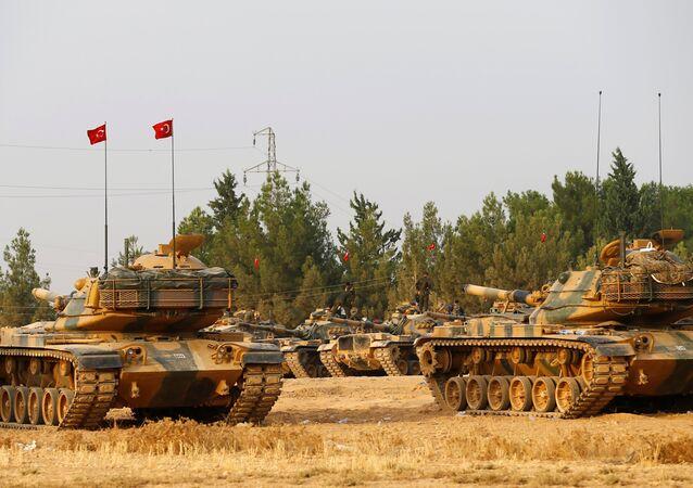 Tanques turcos cerca de la frontera con Siria