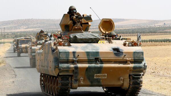 Los vehículos armados militares turcos en la frontera truco-siria - Sputnik Mundo