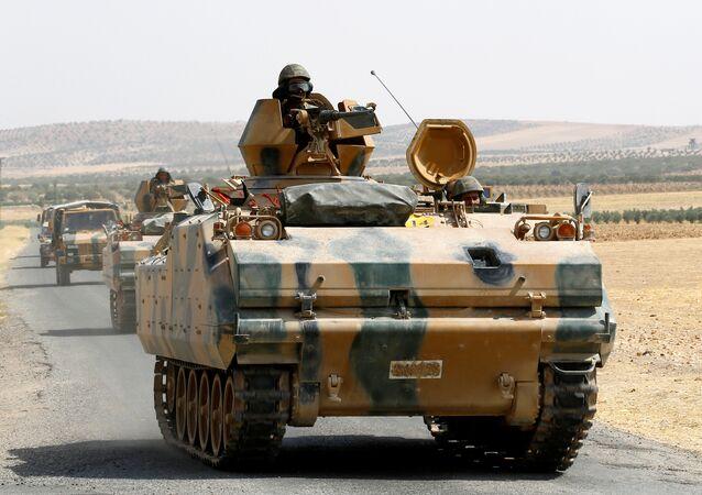 Blindados militares turcos en la frontera con Siria (archivo)
