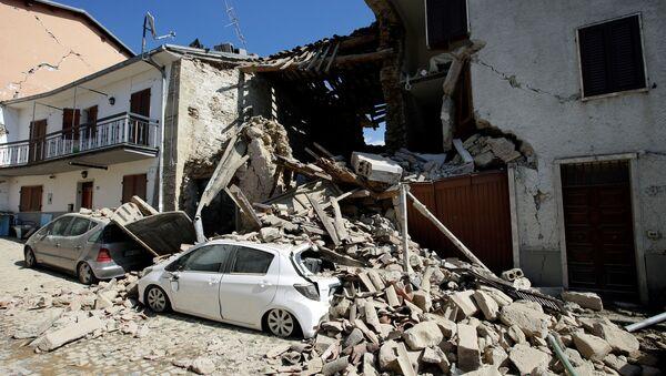 Consecuencias del terremoto en la región central italiana de Umbría - Sputnik Mundo
