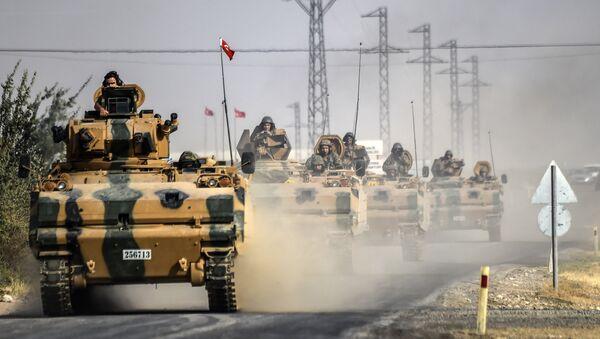 Tanques turcos se aproximan a la frontera con Siria en agosto de 2016 - Sputnik Mundo
