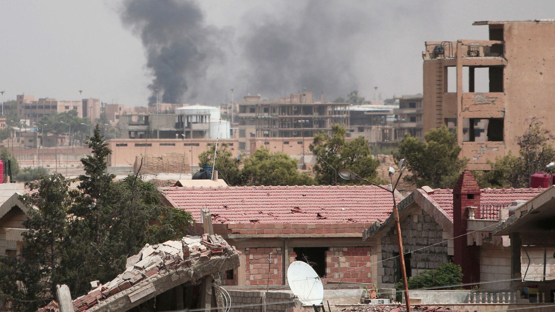 Unas columnas de humo se alzan en la ciudad de Hasaka, en Siria (archivo) - Sputnik Mundo, 1920, 06.04.2021