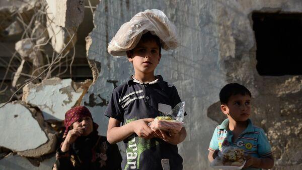 Niños sirios recibieron ayuda alimentica - Sputnik Mundo