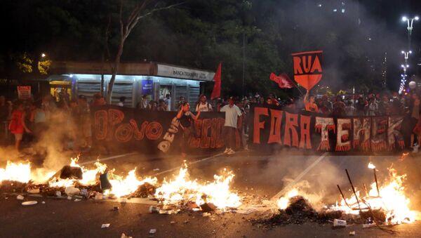 Protestas en contra de la destitución de la presidenta Dilma Rousseff en Brasil - Sputnik Mundo