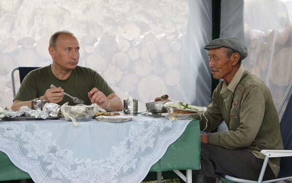 Putin almuerza en la República de Tuvá - Sputnik Mundo