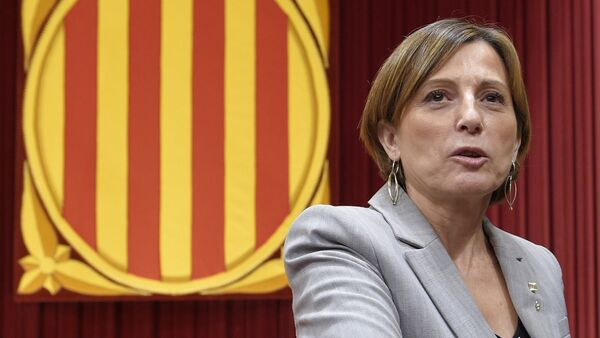 Catalonia's Parliament President, Carme Forcadell speaks during the investiture debate for the Catalan Government's presidency at the Parliament of Catalonia in Barcelona on November 9, 2015 - Sputnik Mundo