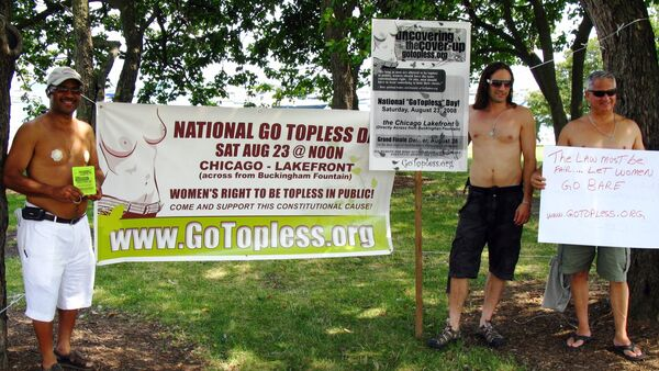 La marcha 'Go Topless Day' - Sputnik Mundo