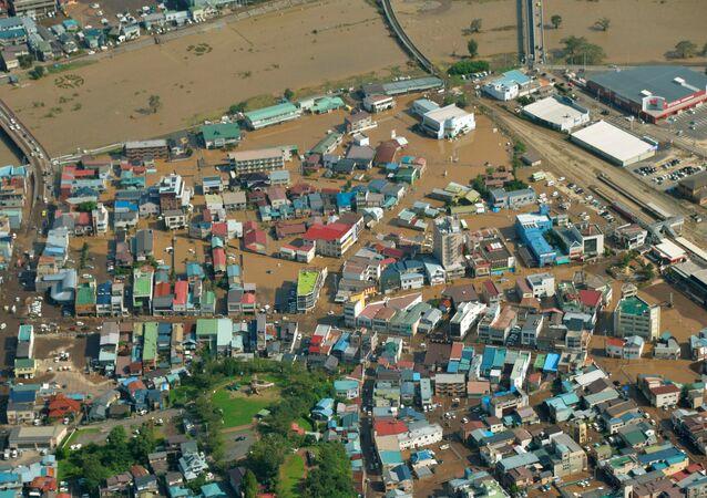 La vista aérea de la area dañada por tifón Lionrock