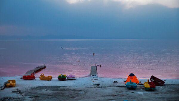El fantástico lago rosado Urmía de Irán - Sputnik Mundo