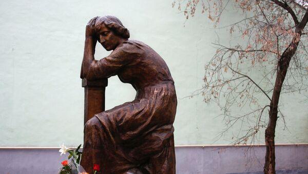 Monumento a la poeta Marina Tsvetáieva - Sputnik Mundo