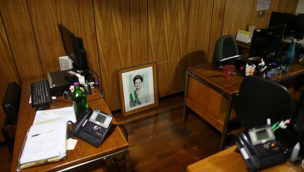 Foto de la expresidenta de Brasil, Dilma Rousseff, en una oficina en el Palacio Presidencial - Sputnik Mundo
