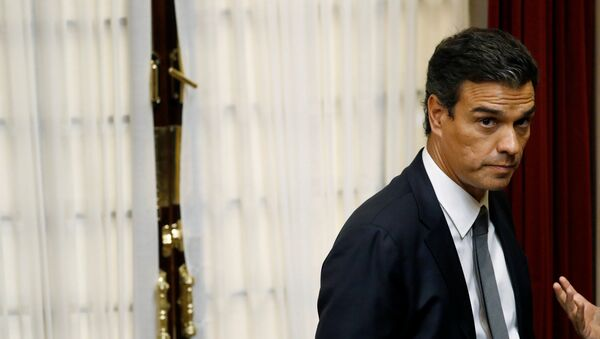 Sanchez stands during an investiture debate at the parliament in Madrid - Sputnik Mundo