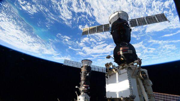 Lluvia de estrellas y una serpiente espacial: imágenes desde el сosmos - Sputnik Mundo