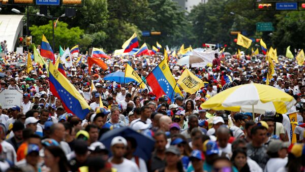Opposition supporters take part in a rally to demand a referendum to remove Venezuela's President Nicolas Maduro, in Caracas, Venezuela - Sputnik Mundo