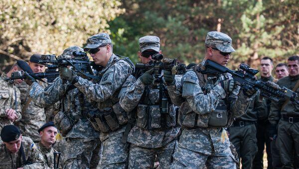 Soldados de EEUU capacitando a la Guardia Nacional de Ucrania - Sputnik Mundo