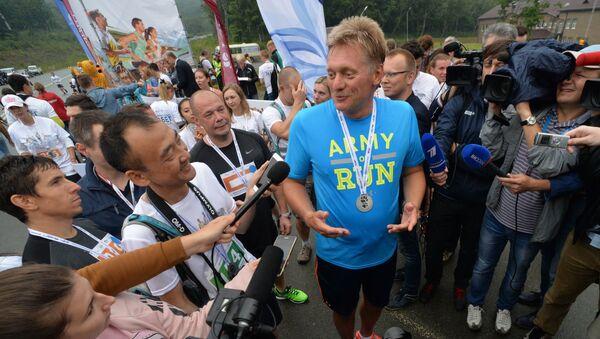 El portavoz de Putin corre durante 5 km en defensa de los tigres de Amur - Sputnik Mundo