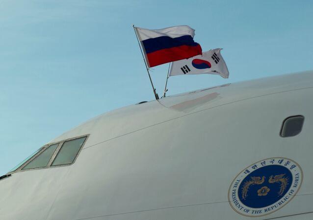 Banderas de Rusia y Corea del Sur