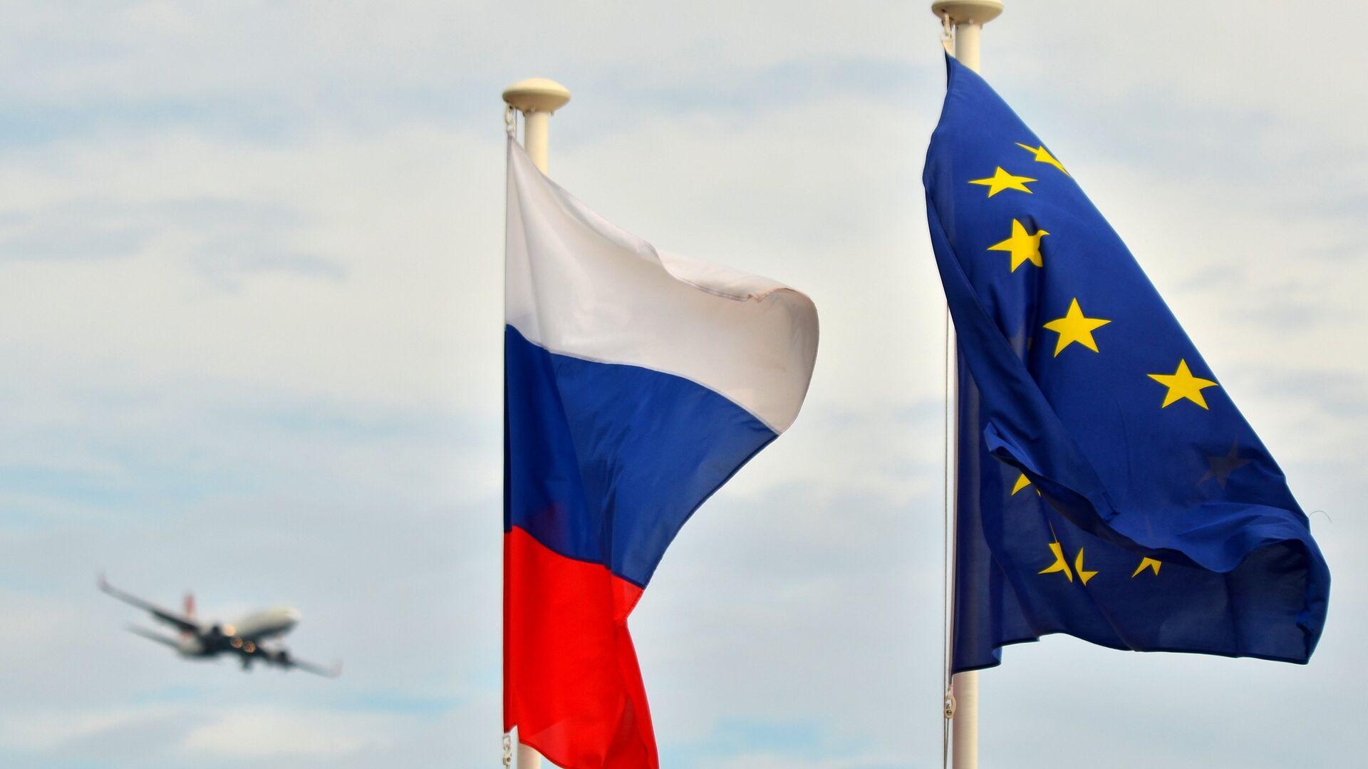 Las banderas de Rusia y la UE - Sputnik Mundo, 1920, 27.06.2021