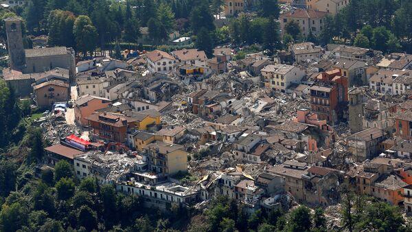 La ciudad italiana de Amatrice, destruida por el terremoto - Sputnik Mundo