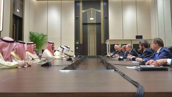Encuentro entre el presidente ruso, Vladímir Putin, y el príncipe heredero sustituto de Arabia Saudí, Mohamed bin Salmán, en los márgenes de la cumbre del G20 en China - Sputnik Mundo