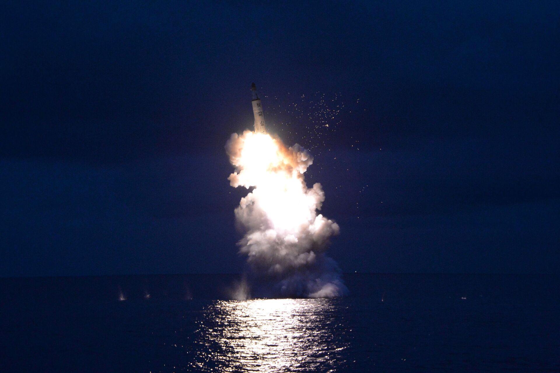 El lanzamiento de un misil balístico por Corea del Norte - Sputnik Mundo, 1920, 14.09.2021