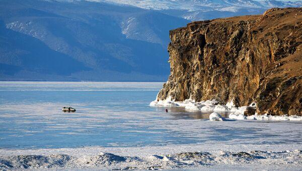 El estrecho Maloe More (mar Pequeño) en el lago Baikal. - Sputnik Mundo