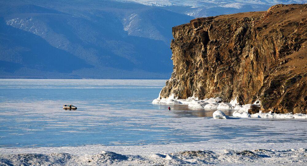 El estrecho Maloe More en el lago Baikal