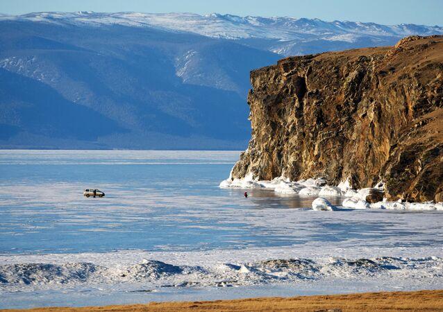 El estrecho Maloe More (mar Pequeño) en el lago Baikal.