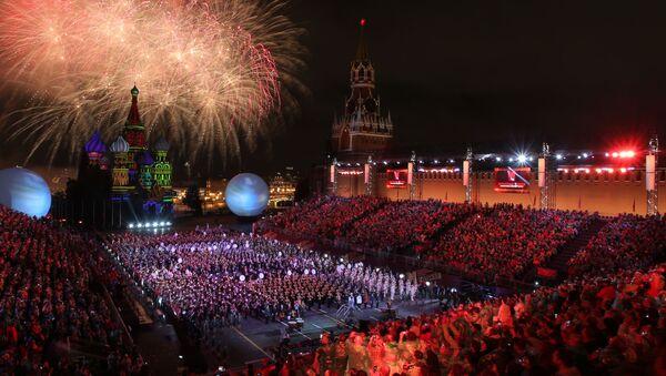 El 4 de septiembre en Moscú se celebró la ceremonia de clausura del Festival Internacional de Música Militar Spasskaya Bashnya. Como ya es tradición la invitada especial del evento fue la cantante francesa Mireille Mathieu. - Sputnik Mundo