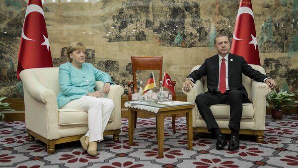 Angela Merkel, canciller alemana, y Recep Tayyip Erdogan, presidente de Turquía durante la reunión en el marco de la cumbre del G20 - Sputnik Mundo